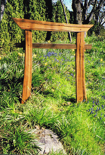 Hand split cedar japanese torri gate cedar sustainable for Make a japanese garden gate