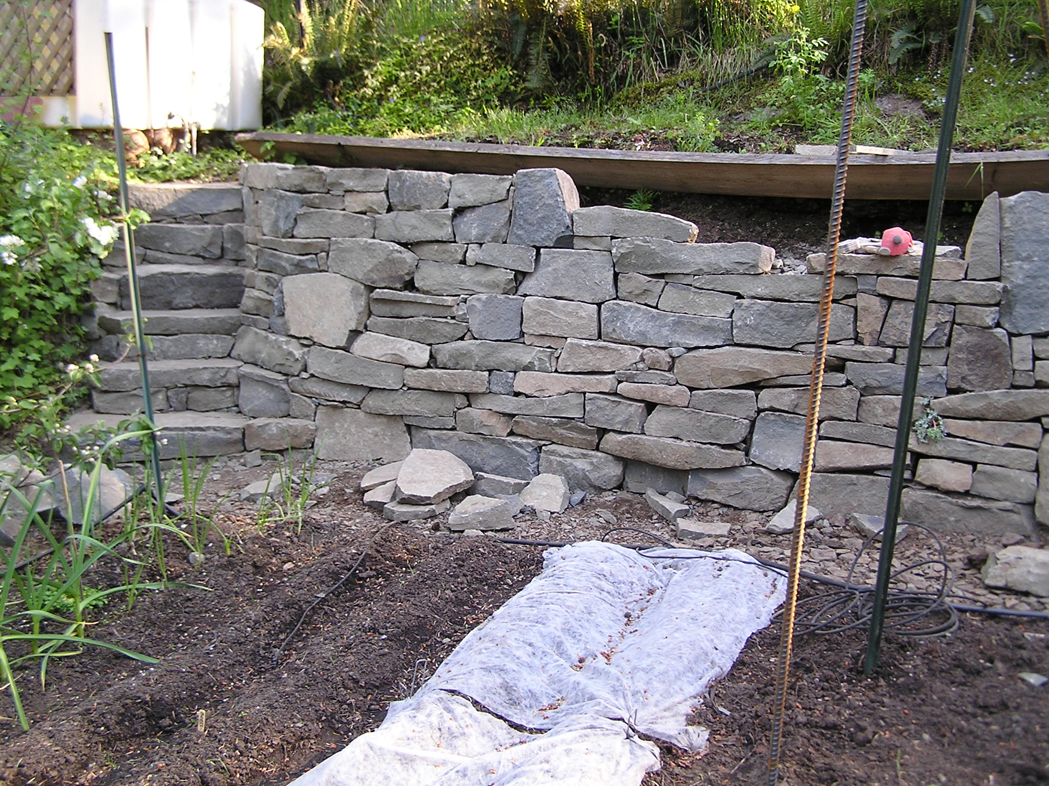 Pare drystack stone garden retaining wall Cedar Sustainable Woodwork